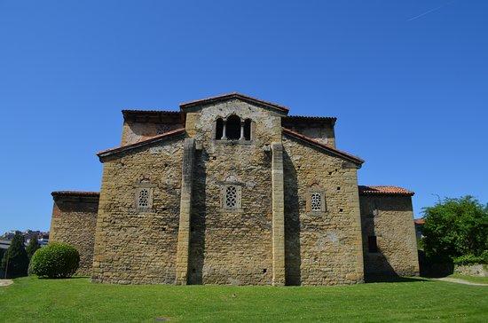 San Julián de los Prados