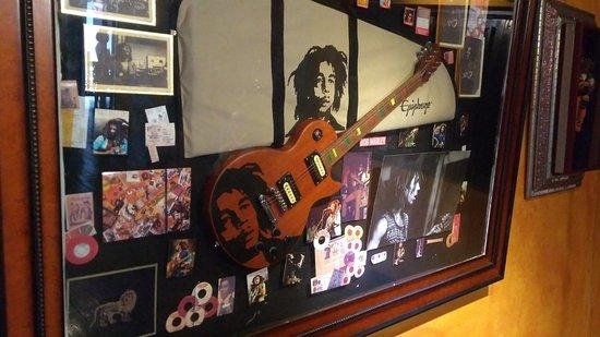 Nine Miles: Quadro com pertences do Bob Marley
