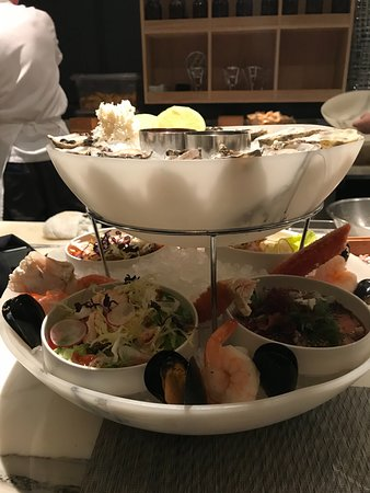 Sutton Place Hotel Vancouver: Seafood tower for two- crab and shrimp salads below, oysters, shrimp, mussels and lobster with i