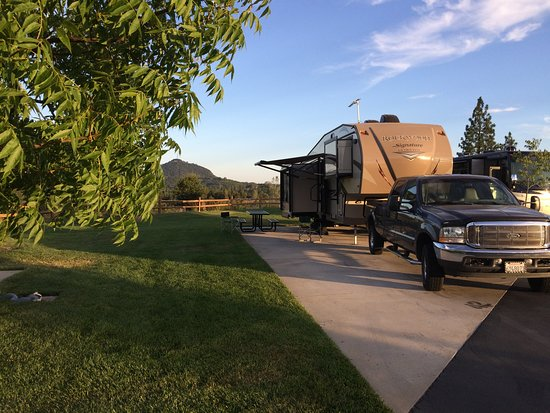 Jackson Rancheria RV Park: Typical back in space