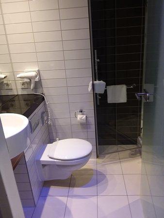 Oberding, Germany: Bathroom