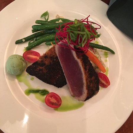 O'Donnell's Pour House : My rare Ahi Tuna and my 20 ounce draft Guinness