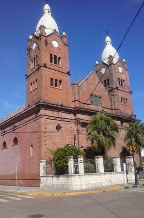 Mercedes, Argentina: frente Iglesia