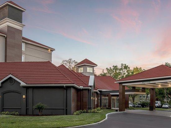La Quinta Inn & Suites Orlando Lake Mary: Exterior