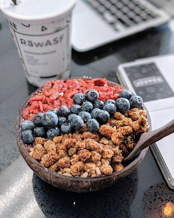 Milpitas, Kaliforniya: Premium Toppings: Goji Berries, Mulberries, and Blueberries!