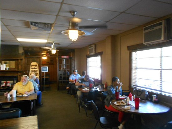 B & J's Steaks and Seafood: Front room seating