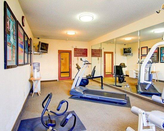 Econo Lodge Inn & Suites: Health club
