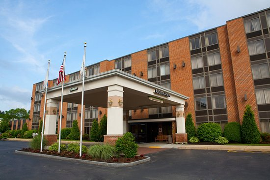 Radisson Hotel and Suites Chelmsford / Lowell: Exterior