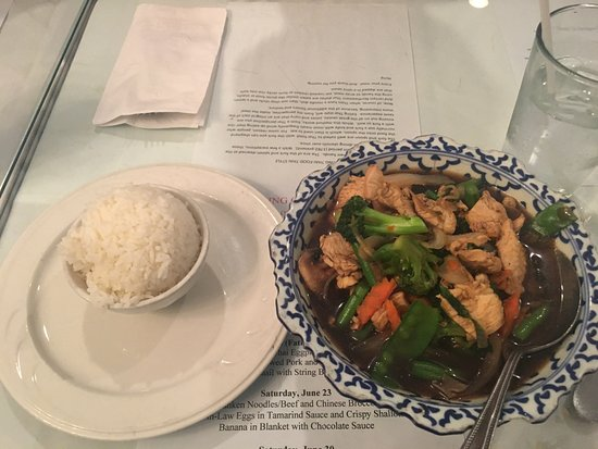 Thai Basil Restaurant: Vegetables with Chicken