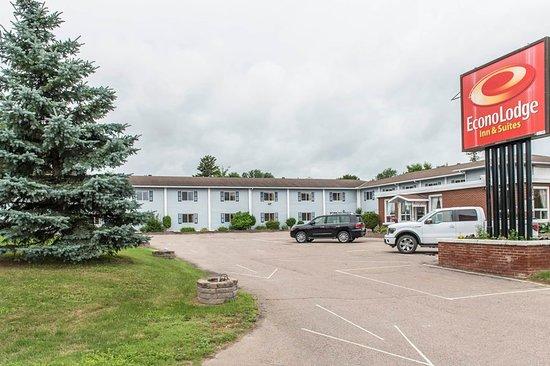 Econo Lodge Pembroke: Exterior