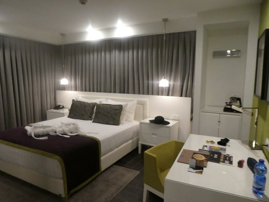 Harmony Hotel Jerusalem - an Atlas Boutique Hotel: king bed renovated room