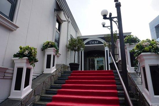 ツキ シュール ラメール, 入り口の階段