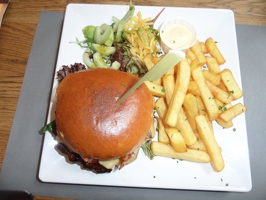 Westenschouwen, The Netherlands: Hamburger frites, costaud !