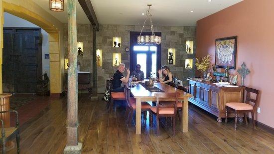 Guyomar Wine Cellars: tasting room