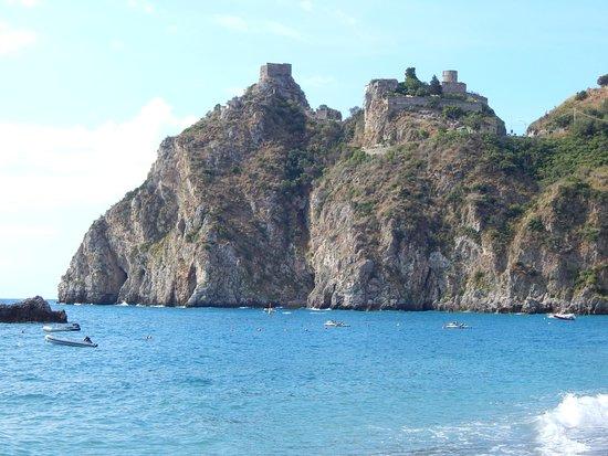 Castello di Sant'Alessio Siculo : Castello