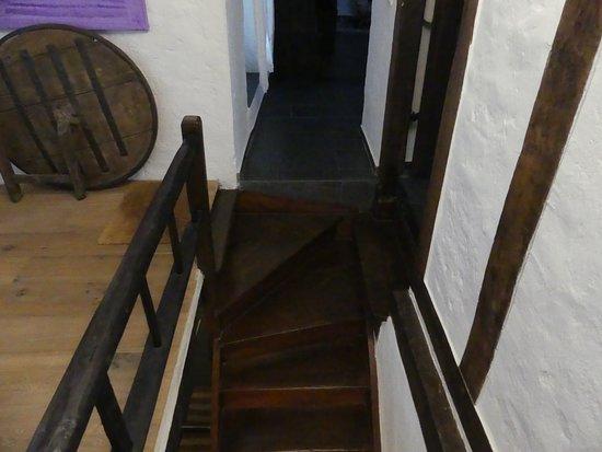 Esch-sur-Sure, ลักเซมเบิร์ก: Attenzione allo scalino ...