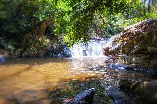 Pala-U Waterfall 01