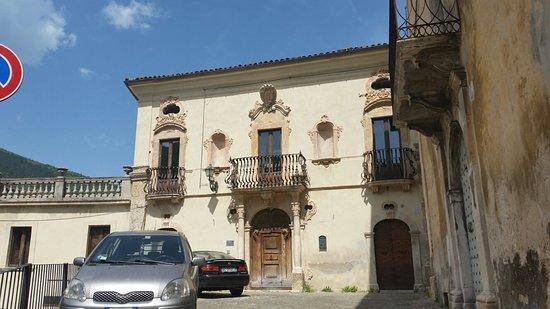 Pettorano sul Gizio, Italia: Palazzo La Castaldina