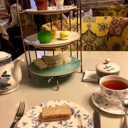 Wonderful Hotel-Great Location-High Tea-Walking Distance to Buckingham Palace!!