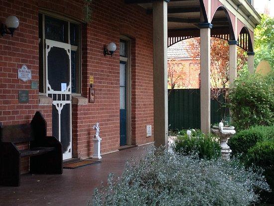 Narromine, Australia: Front verandah