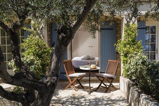 Terrasse chambre sup rieure picture of hotel le mas d 39 aigret les baux de provence tripadvisor - Chambre d hotes baux de provence ...