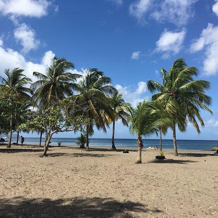 Schoelcher, Martinique : Plage de madiana un beau dimanche matin