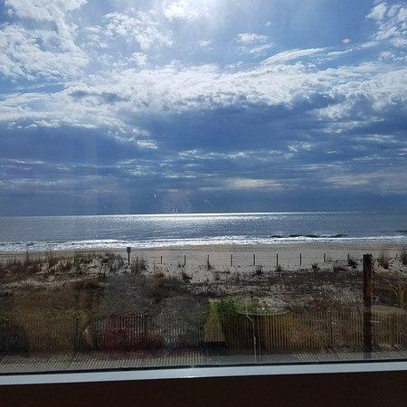 Horizons Oceanfront Restaurant - Clarion Resort: 20180429_091314_large.jpg