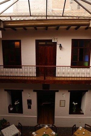 Casa Ordonez: Centrale binnenplaats, met ontbijttafels