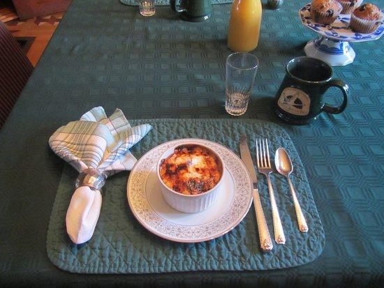 White Swan Inn Bed & Breakfast: Fruit to start Breakfast, in a brulee