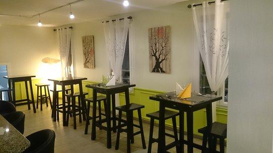 Orbe, Sveits: salle coté cuisine