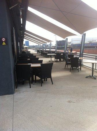 Al Dar: Außenplätze