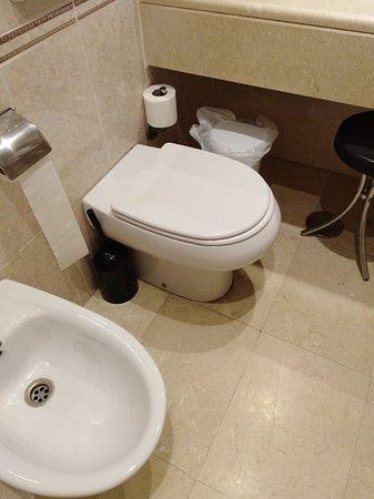 Toilette Gleich Vor Dem Waschbecken Picture Of Hotel Ibersol Alay