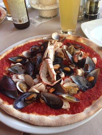 Ristorante Pizzeria Torri: Ottima pizza, esce freschissimo!!