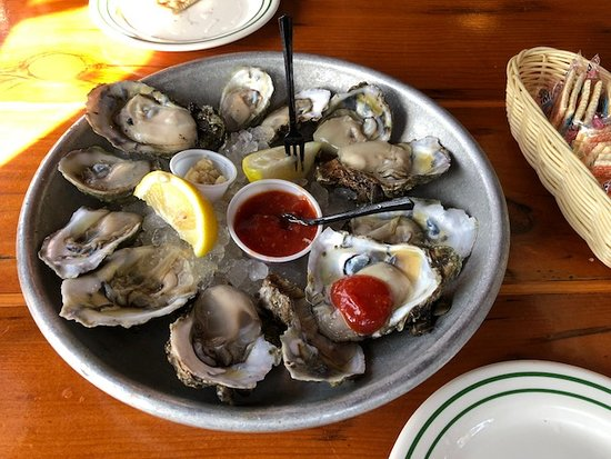 Half Shell Raw Bar: Fabulous raw oysters