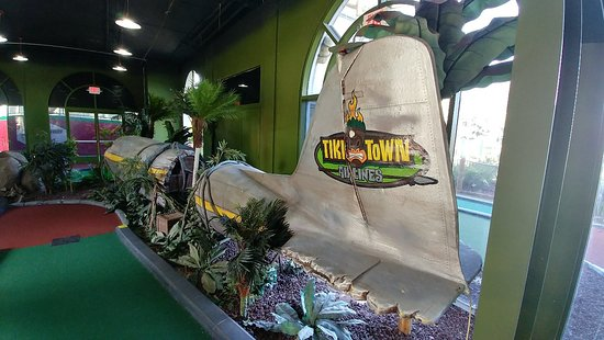 ‪Tiki Town Adventure Golf‬