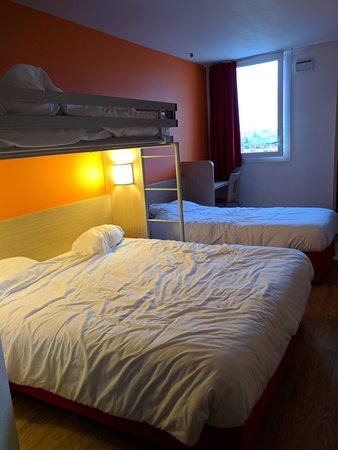 Saint-Laurent-Blangy, France: Quad bedroom