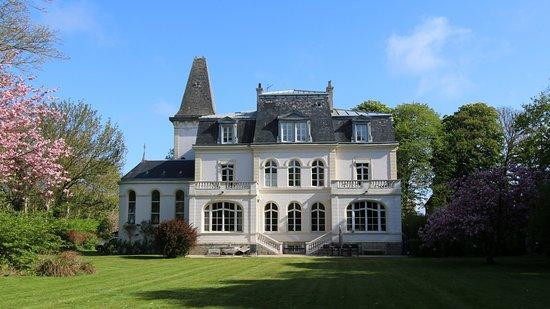 Wimille, فرنسا: Façade côté jardin