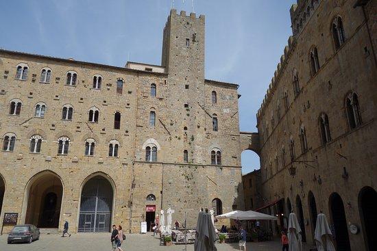 Volterra, Italien: Piazza dei priori