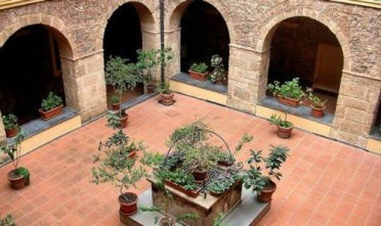 Oristano, Italia: Chiesa e Monastero del Carmine
