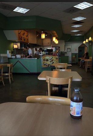 Tustin, CA: Inside of the Yogis Teriyaki House; nice and clean