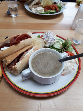Comrie, UK: Mushroom soup, brie and bacon.