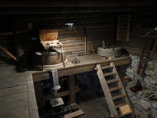 Huty, Słowacja: Kvačianská dolina, Oblazy, zariadenie mlyna a gápľa