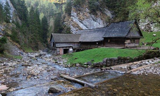 Huty, Słowacja: Kvačianská dolina, Oblazy, dolný mlyn