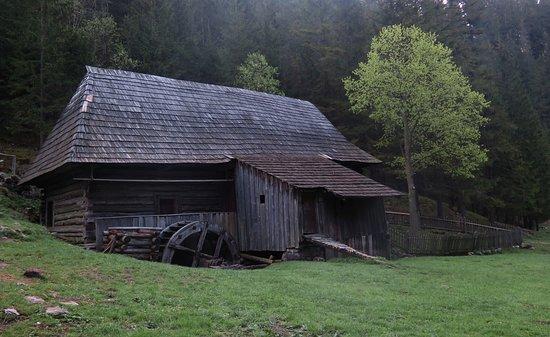 Huty, Słowacja: Kvačianská dolina, Oblazy, horný mlyn