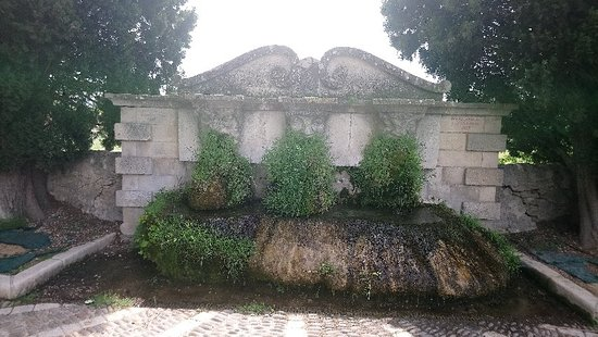 valeur formidable 100% qualité garantie handicaps structurels mascheroni - Picture of Fontaine aux Trois Masques ...