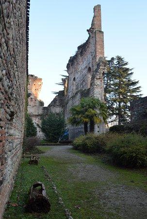 Castello Visconteo: Resti del castello