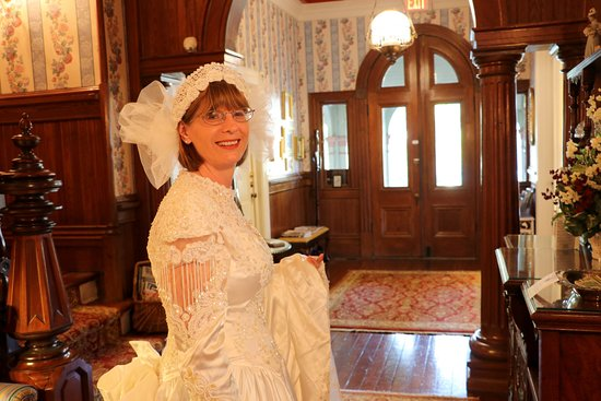Fairbanks House: waiting to surprise my husband