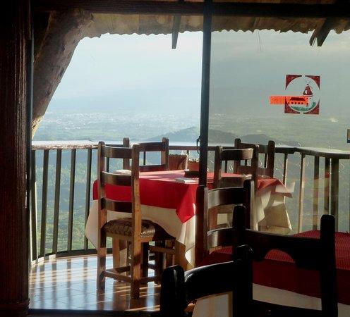 Moca, Republik Dominika: Une table accueillante.