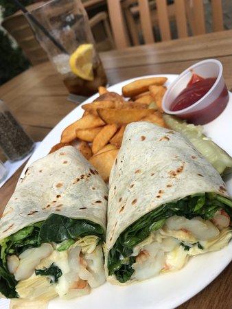Hillsborough, Нью-Джерси: Shrimp with artichokes and jack cheese wrap