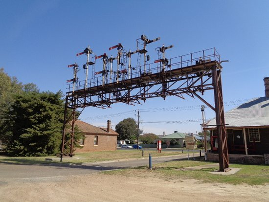 Cootamundra Heritage Centre: Old signaling